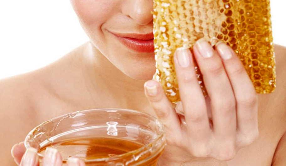 Is honey good for lips?